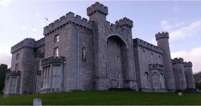 Kastil seram Bodelwyddan, Wales
