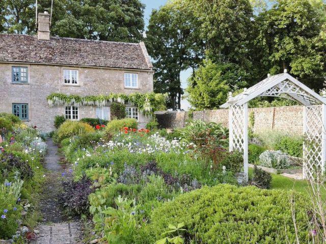 Penginapan Old Farm Cottage