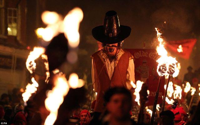 Guy fawkes atau bonfire night