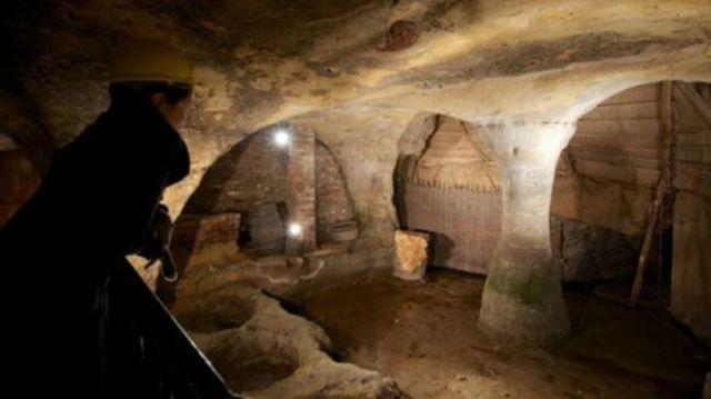 Ratusan gua di bawah kota
