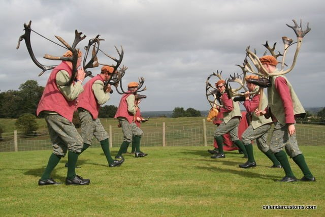 Pertunjukan The Horn Dance