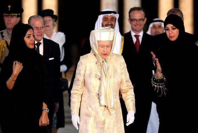 Kunjungan Ratu Elizabeth II ke Masjid Agung Syeikh Zayed di Uni Emirat Arab