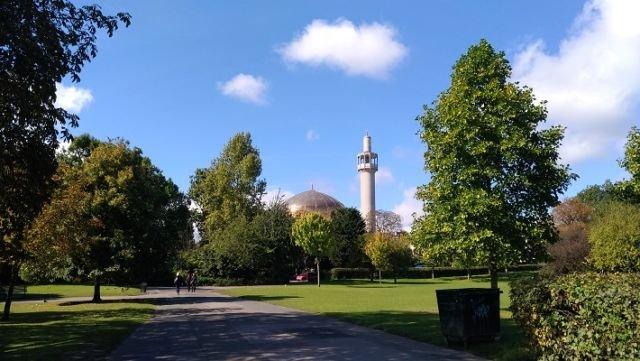 Masjid Tampak Dari Regent Partk