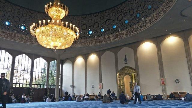 Di Dalam Masjid Regent