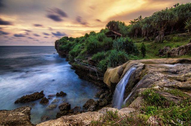 Air Terjun Pantai Jogan Gunungkidul