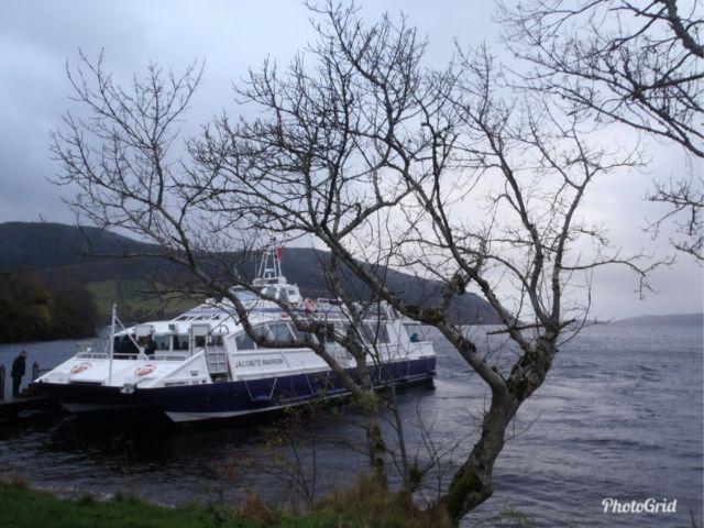 Koleksi Foto Pribadi - Loch Ness di Scotlandia dengan kapal yang menawarkan tour menyusuri danau ini