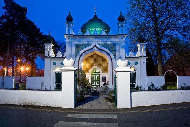 Shah Jahan, Masjid Pertama di Inggris