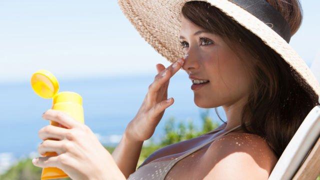 Sunscreen salah satu produk yang biasanya menggunakan kandungan alkohol.