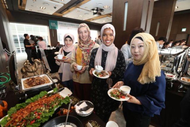 Makin banyak yang butuh opsi halal di luar negeri