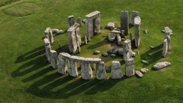 hith-stonehenge-superhenge-iStock_000012937253Large-E