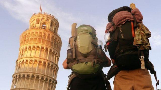 15 Perlengkapan Penting yang Wajib Kamu Bawa Saat Traveling