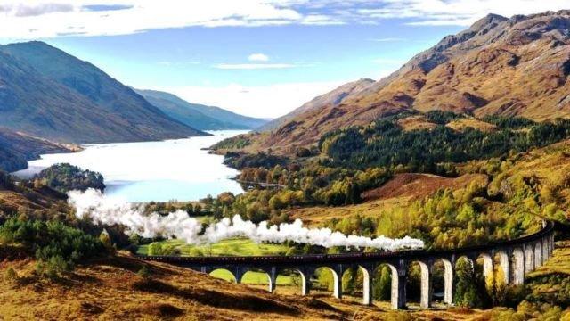 Pemandangan di sepanjang jalur kereta yang akan membuatmu terpesona. #AyoKeUK