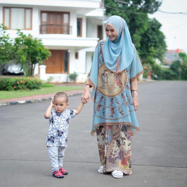 Serba Longgar Dan Simpel Semua Gaya Busana Hijab Zaskia Adya Mecca