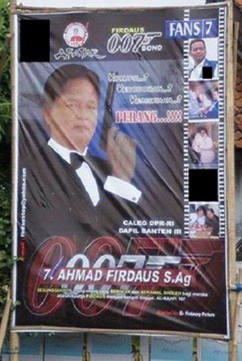 Bukan Fokus Ke Ala Ala James Bond Nya Tapi Lambang Di Pojok Kanan Yang Mirip Lambang Stasiun Televisi Swasta F F