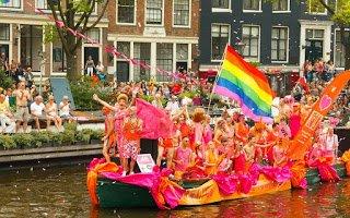 Amsterdam-Gay-Pride-Netherlands-©-Pavel-Kavalenkau-Dreamstime-50436089-e1446230551719 (1)