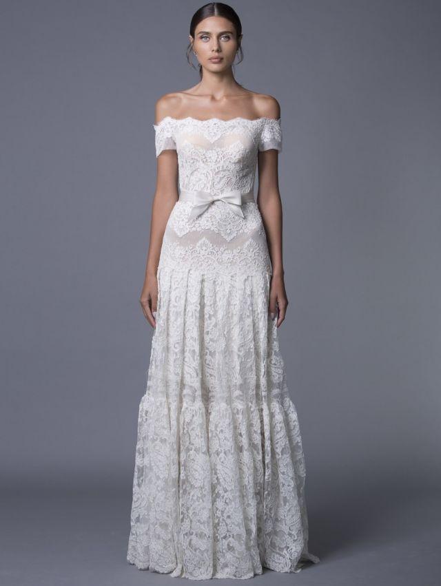 Gaun yang terlihat elegan, sederhana sekaligus rumit cocok untuk pribadi ini