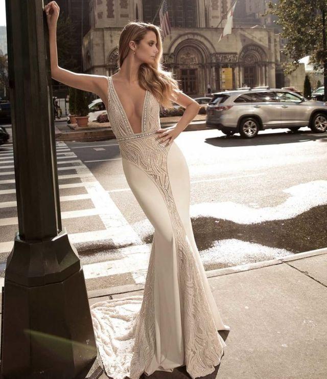 Model gaun yang body-shaped dan gak bertele-tele
