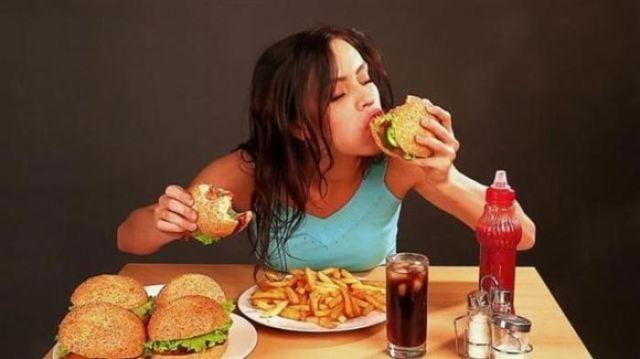 Hindari Makan Terlalu Berlebih