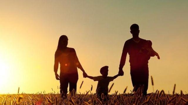 Papa, mama, dan aku