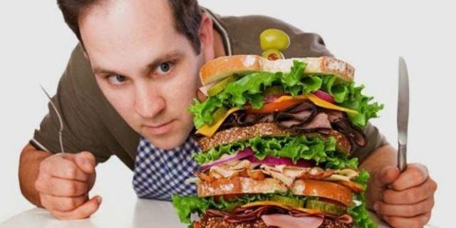 hindari makan berlebih saat berbuka