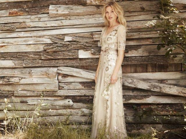 Pribadi yang introspektif dan imaginatif cocok dengan gaun ini