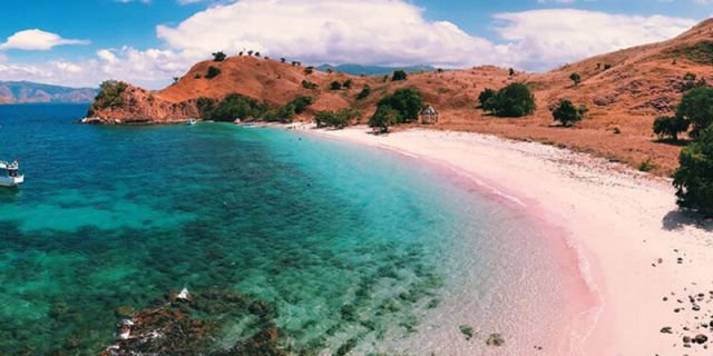 Pink Beach - Pulau Komodo