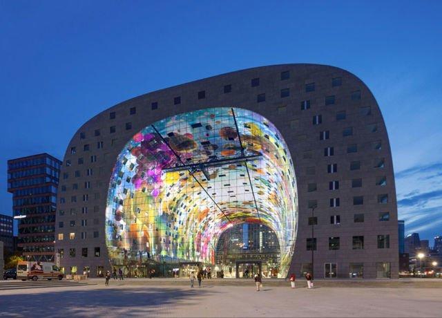 mural di dalam bangunan
