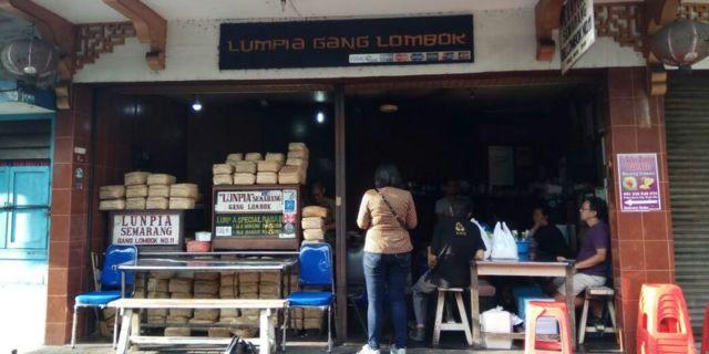 Main ke Semarang jangan lupa mampir di Lumpia Gang Lombok (foto: dokumentasi penulis)