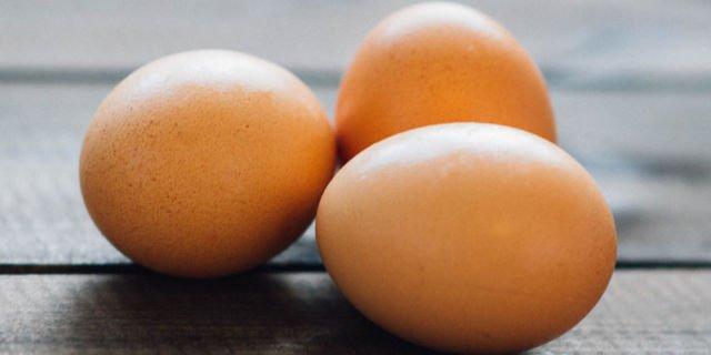 Hindari memakai putih telur sebagai masker untuk wajah