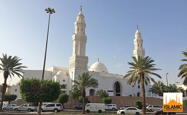 Front-of-Masjid-Qiblatain