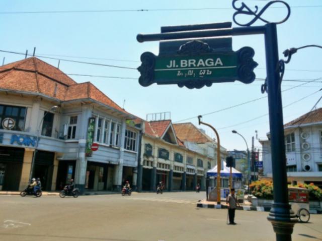 komplek pertokoan Bandung tempo dulu