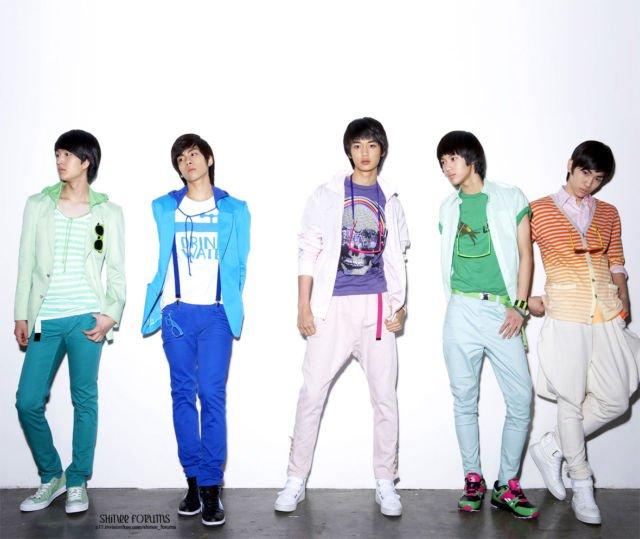 SHINee debut pada 25 Mei 2008