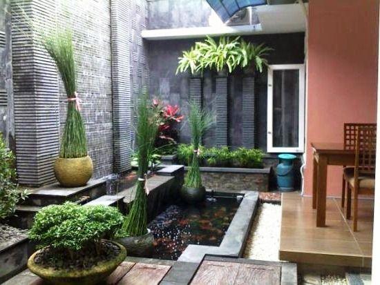 12 Ide Kolam di Dalam Rumah yang Bikin Kamu Merasa Sedang Honeymoon