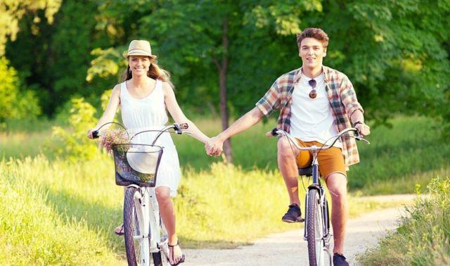 Naik sepeda berdua