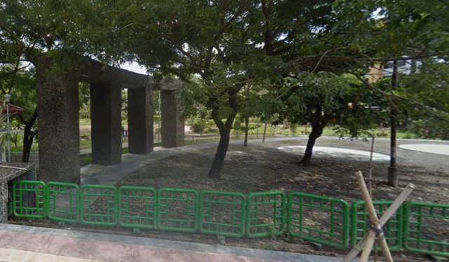 taman depan masjid ugm