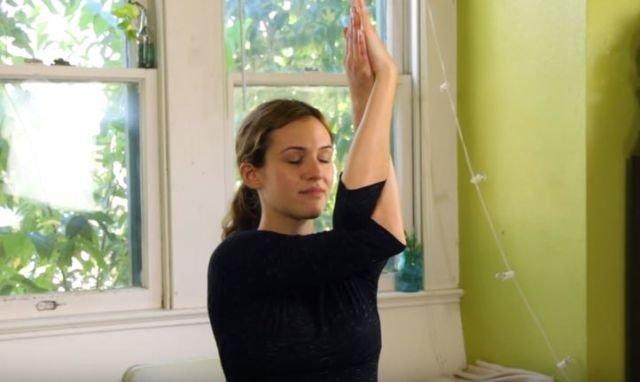 hipwee 2 15 640x382 - 7 Gerakan Yoga Sederhana yang Bisa Dilakukan di Kantor. Rasa Capek Bisa Hilang Seketika Lho