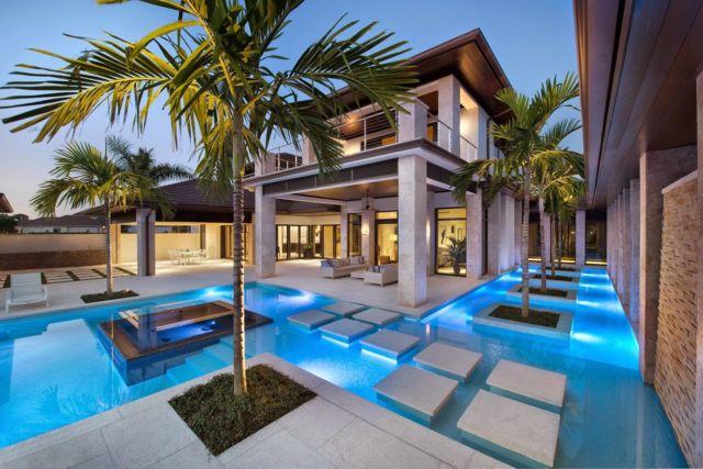 tangga kolam renang