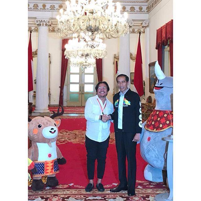 Berjabat tangan bareng Presiden RI ke 7