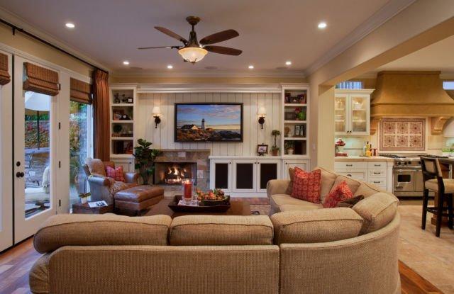 ruang keluarga dengan media hiburan