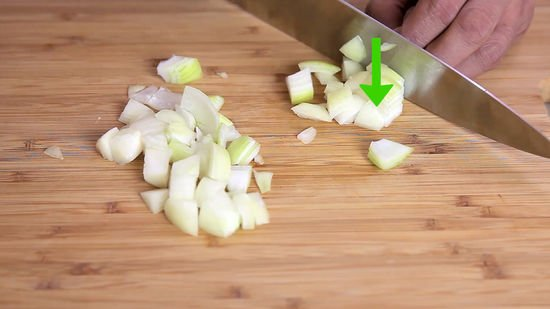 Memotong bawang