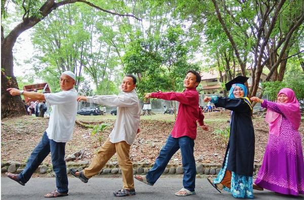 Foto-wisuda-bareng-keluarga