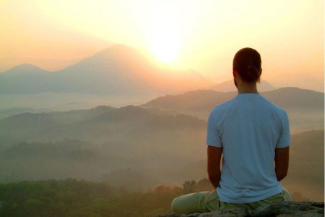 coba-meditasi-atau-yoga-setiap-hari
