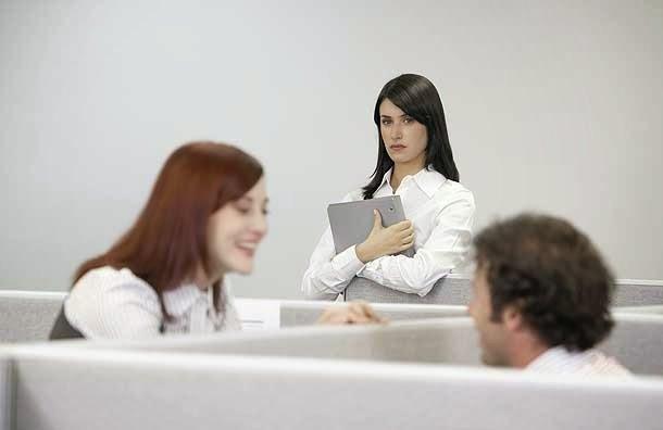 sikap iri dengan karyawan lain