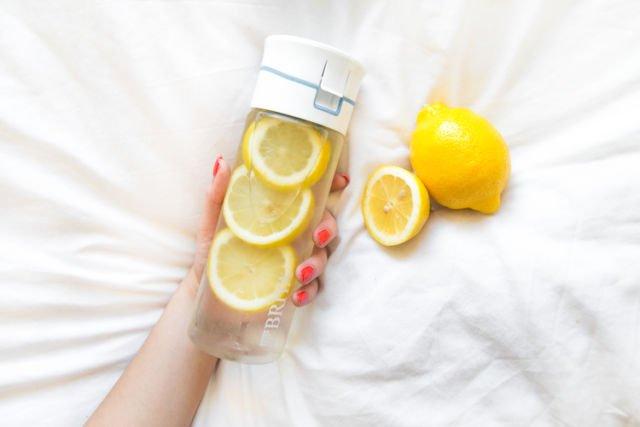 Mulai minum air lemon