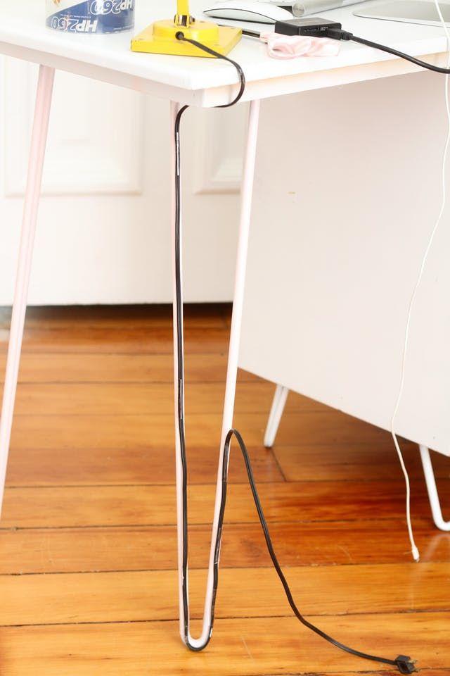 kabel pada kaki meja