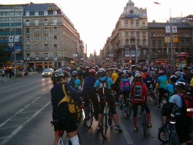 Festival bersepeda massal di Budapest