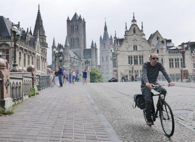 Bersepeda di Jalanan Kota Ghent