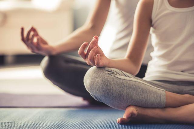 Melakukan Yoga Secara Teratur