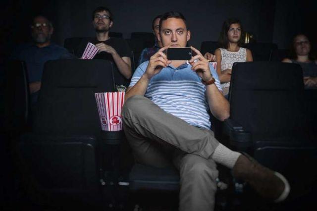 Serius kamu keren jika menshare video film ke sosial mediamu? Pikir lagi, deh!