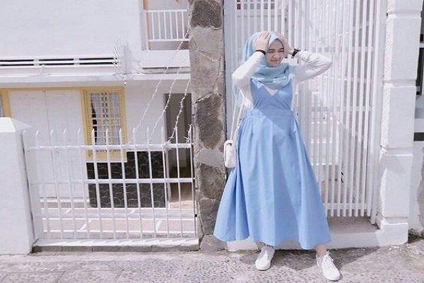 Kombinasi putih dan biru, bikin frees dan manis